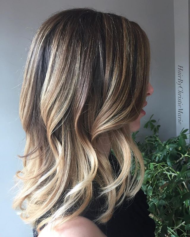 Summer hair goals 🤩🙌🏼 • • #blondebalayage #foilyage #hairart #philly #summerblonde