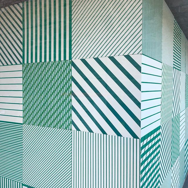 Over the last few weeks I have been printing a window installation for the gallery space @grayswharfstudios It has been a brilliant challenge to work on a large scale. The installation is made up of 44 mount-board 'tiles', each 50x50cm, printed in green tones with variations in line, horizontal, vertical and diagonal overlays. . . • #jessiehigginson #printmaking #printprocess #contemporaryart # screenprinting #jessiehigginsoncreative #grayswharfstudios #grayswharfwindowshowcase #pattern #line #green #interiors #architectural pattern