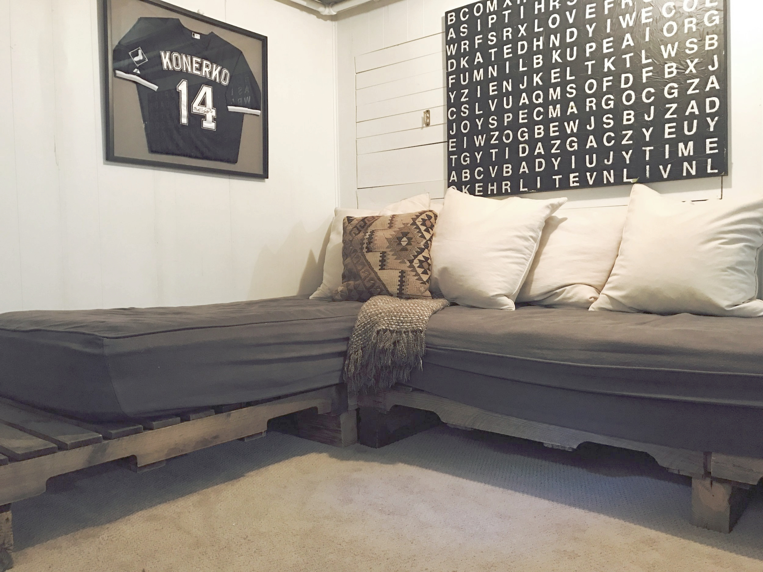 The Perfect Pallet Daybed in 4 Easy Steps #DIY