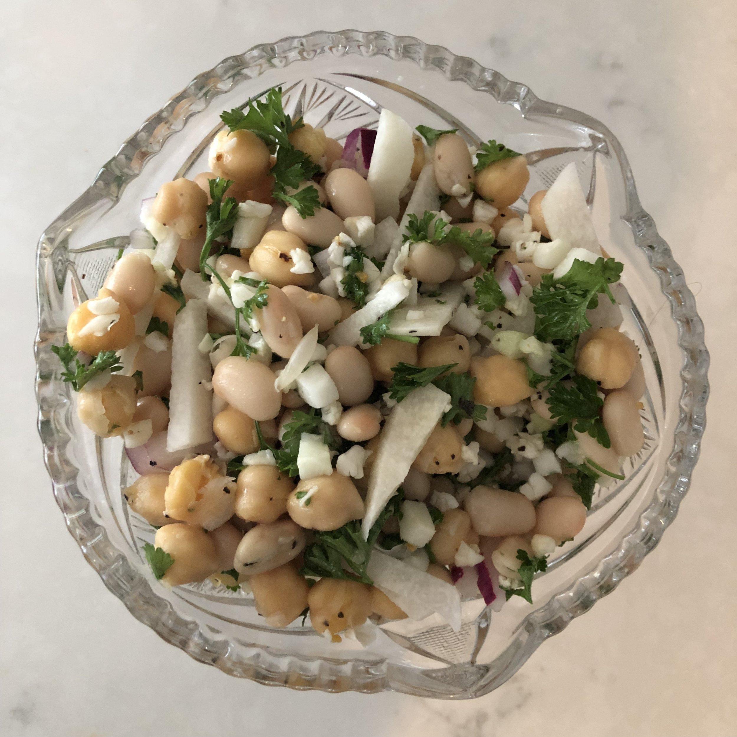 white bean salad! www.cardiocoffeeandkale.com