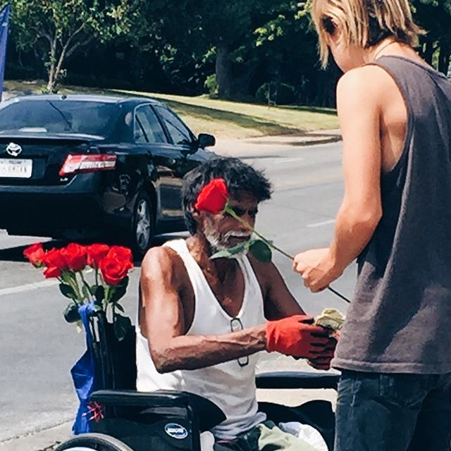 🌹The rose man/ One thing we love about D-town is hearing the stories of all the amazing people we meet.  The red rose he sold us is on our island, reminding us about the hard working people in our city🌆. . . . . #cabinets #kitchen #makersmovement #furniture #decor #homedecor #interiors #interiordesign #interiordecorator #dallastx #fortWorth #Southlake #Keller #Colleyville #dallasdesigndistrict #darling #darlingmovement #fauxfinishing #refinishingwood #woodworking #hgtv #fixerupper #bespoke