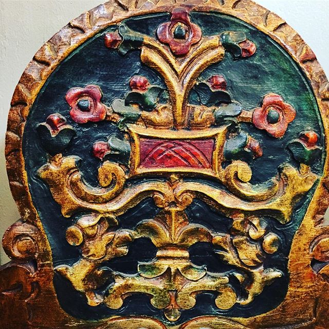 Chair Detail- Beautiful carving and gold leaf on this chair from the estate of  a Mayor of Garland Tx. . .. . #cabinets #kitchen #makersmovement #furniture #decor #homedecor #interiors #interiordesign #interiordecorator #dallastx #fortWorth #Southlake #Keller #Colleyville #dallasdesigndistrict #darling #darlingmovement #fauxfinishing #refinishingwood #woodworking #hgtv #fixerupper #bespoke #fashionista #style #dallashomes #craft #fineart