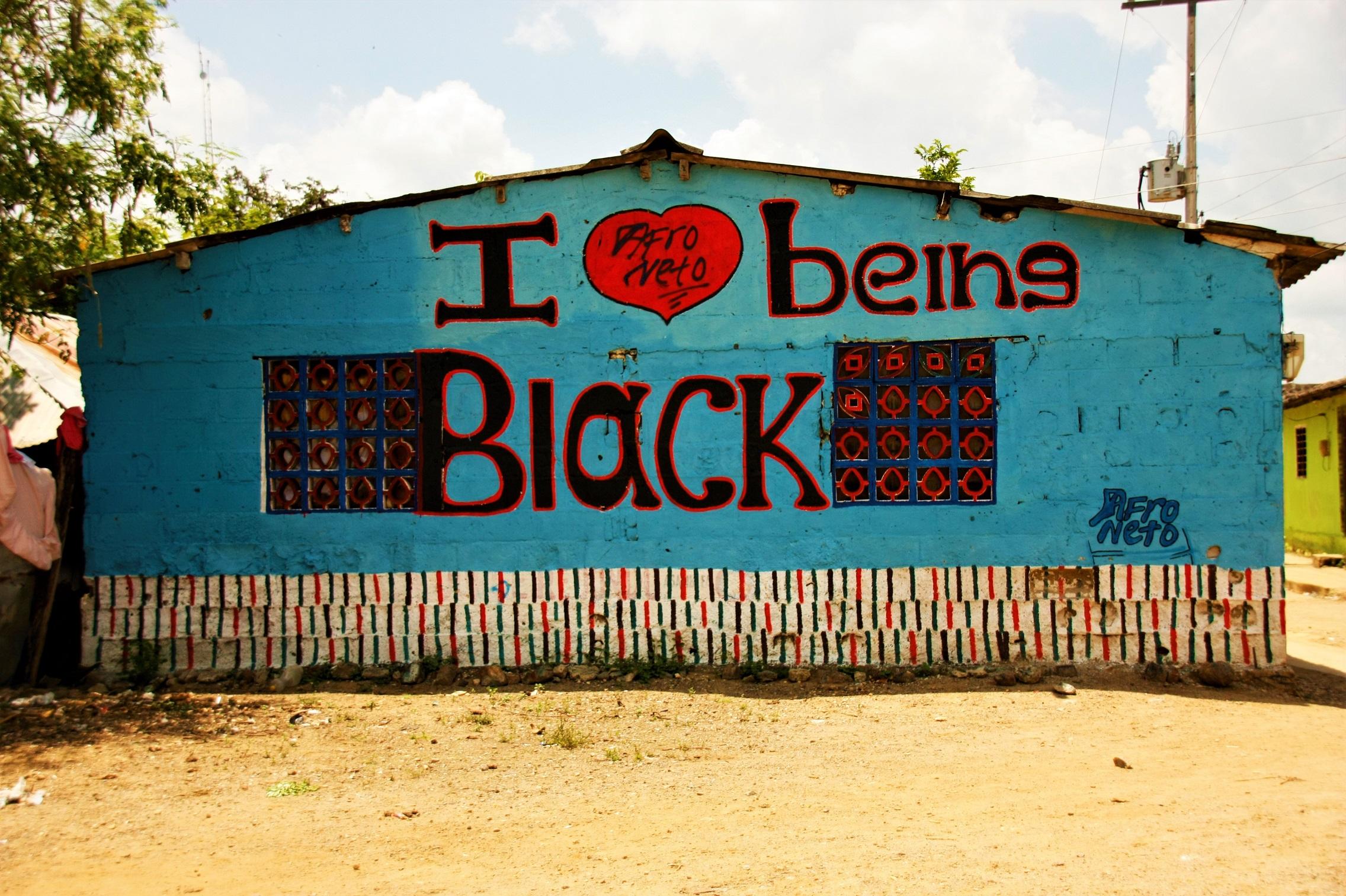 Mural-con-la-frase-Amo-ser-negro-en-San-Basilio-de-Palenque.jpg