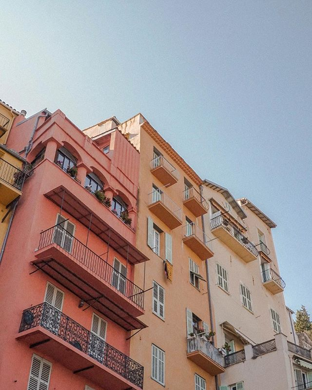 Admiring the colourful apartment blocks in Menton ✧ If you head to Nice, in the South of France, make sure you take the half an hour train ride east of Nice, to this sleepy little rainbow town ✧