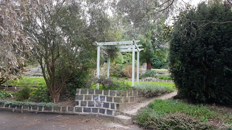 Terraced gardens and ceremony-ready arbour!
