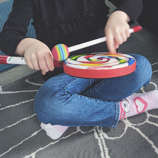 "Music is ""whole-brain"" processed which means when your child is engaging with music they are engaging in areas of the brain that can help with language production, motor skills, and memory and attention. ⠀⁣⠀ ··⠀⁣⠀⁣⠀ @mycoachraquel and I are so excited for Tater Tots N' Tunes✨ where we will be playing, listening, and dancing to music 🎶🙌🏻⠀⁣⠀ ··⠀⁣⠀⁣⠀ June & July registration is now open! DM for more information 📨 ⁣⠀⁣⠀ Suitable for ages 3-5 of all abilities.⁣ @abaton_integrative_medicine .⠀⁣⠀⁣⠀ .⠀⁣⠀⁣⠀ .⠀⁣⠀⁣⠀ #musictherapy #musicandhealth #nutrition #sensoryplay #learningthroughplay #mindfulness #inclusion #diversity #abatonintegrativemedicine #abaton #abatonim #haltonhealth #downtownoakville #oakvillemoms #oakvilledads #oakvilleparent⁣⠀"