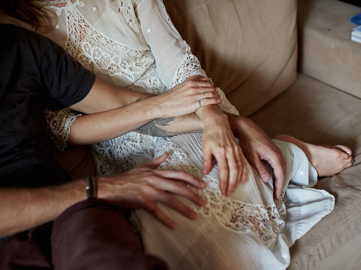 couple with lace dress on a sofa