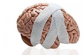 Ved en hjernerystelse anbefales det, at den ramte tager en kold tyrker med hensyn til skærme - computer, telefon m.m. i 14 dage.