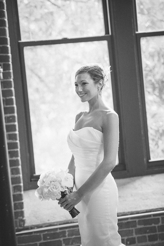 NH Wedding Photographer: bride with bouquet