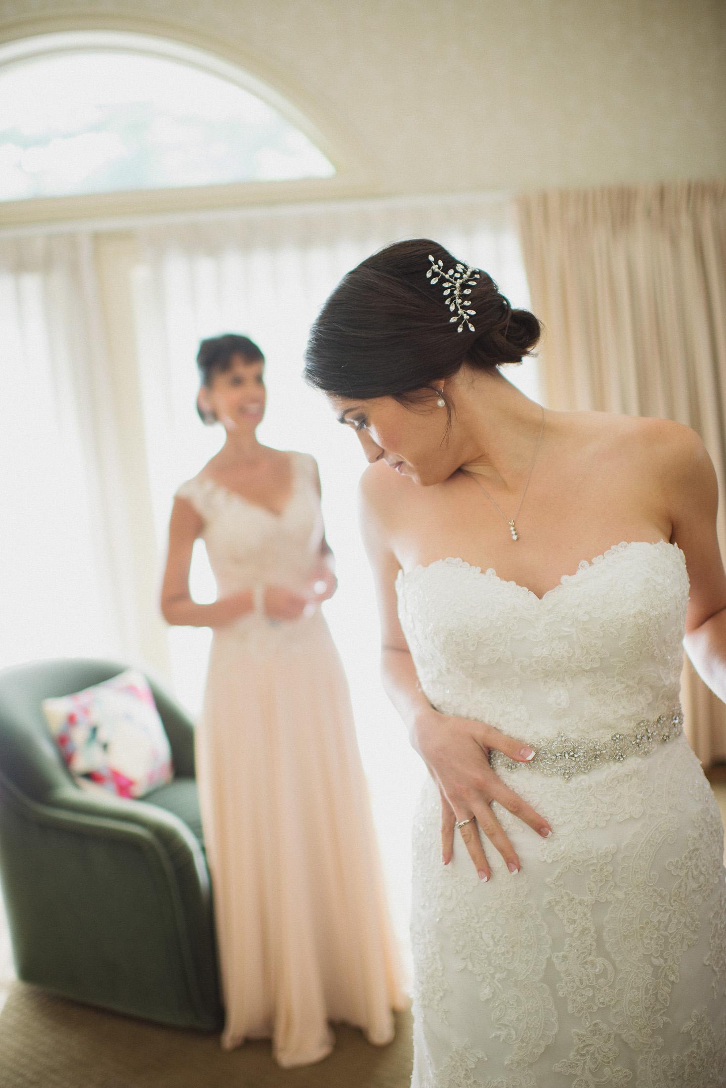 NH Wedding Photographer: BVI bride getting ready