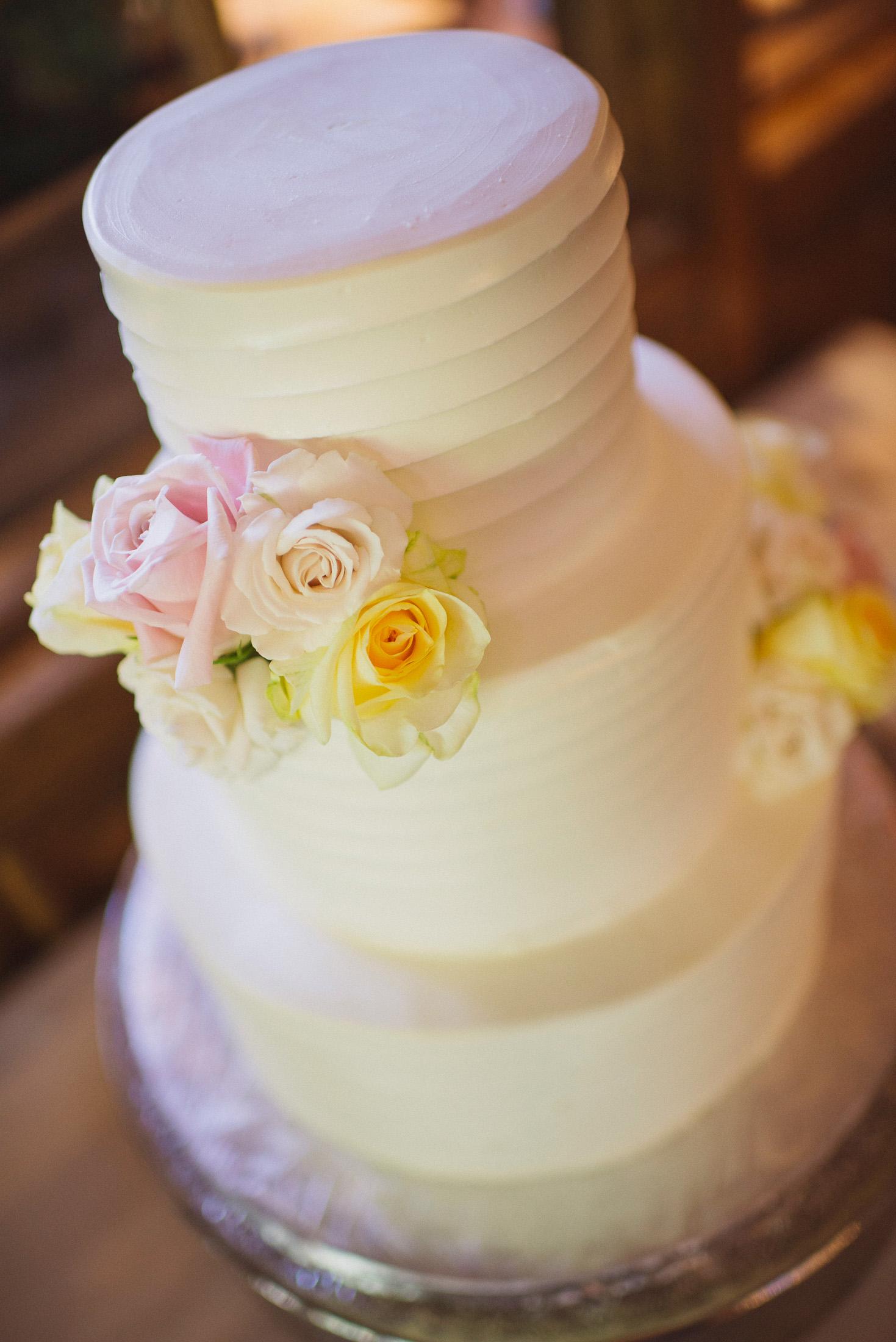 NH Wedding Photographer: wedding cake in Bedford