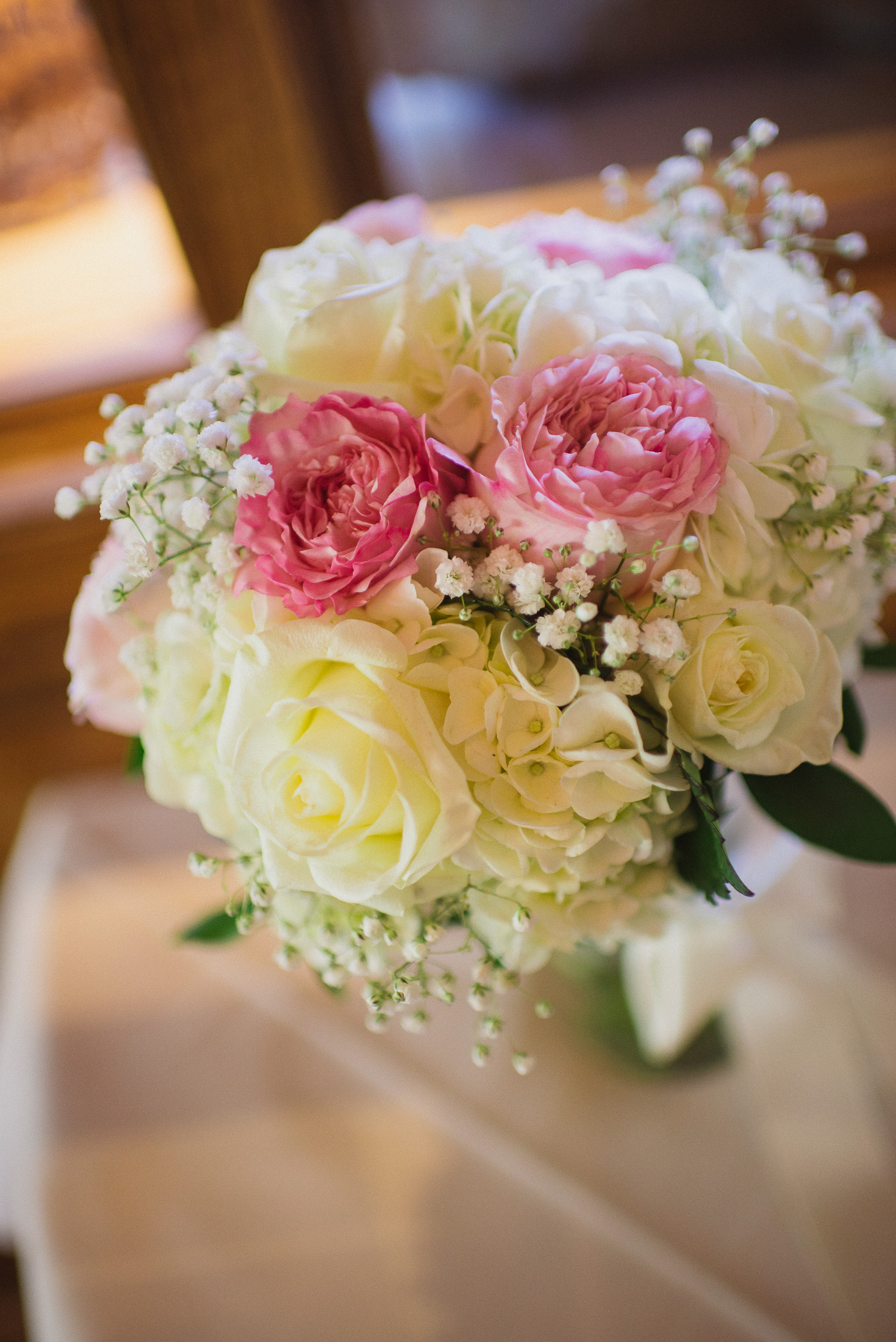 NH Wedding Photographer: bouquet at head table