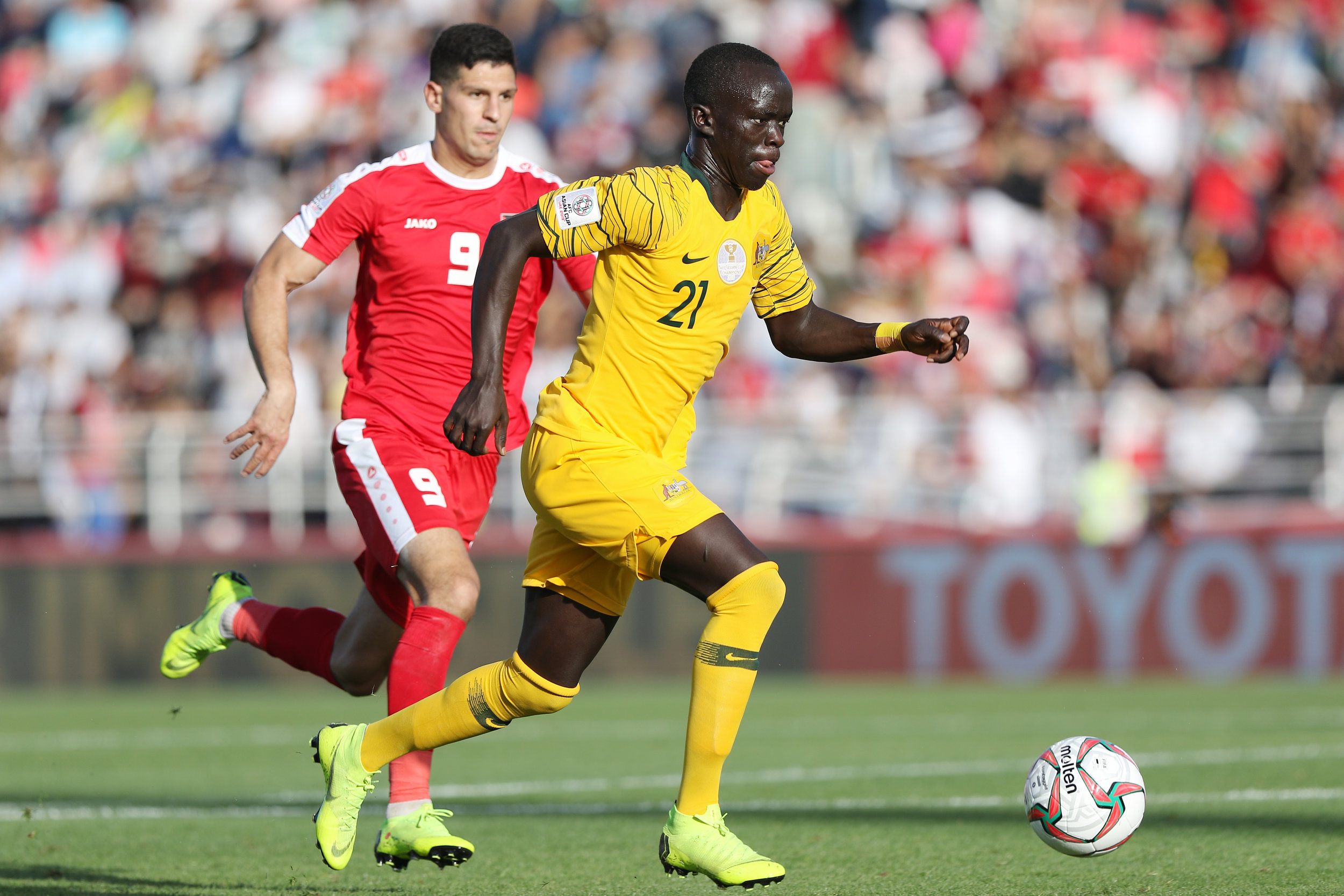 Awer Mabil, the first chance to see good actions from the talented Australian (Asian Football Confederation (AFC))