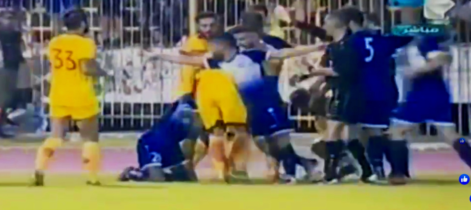 Hutteen and Tishreen players arguing over a foul in a quite 'friendly' derby. (screenshot)