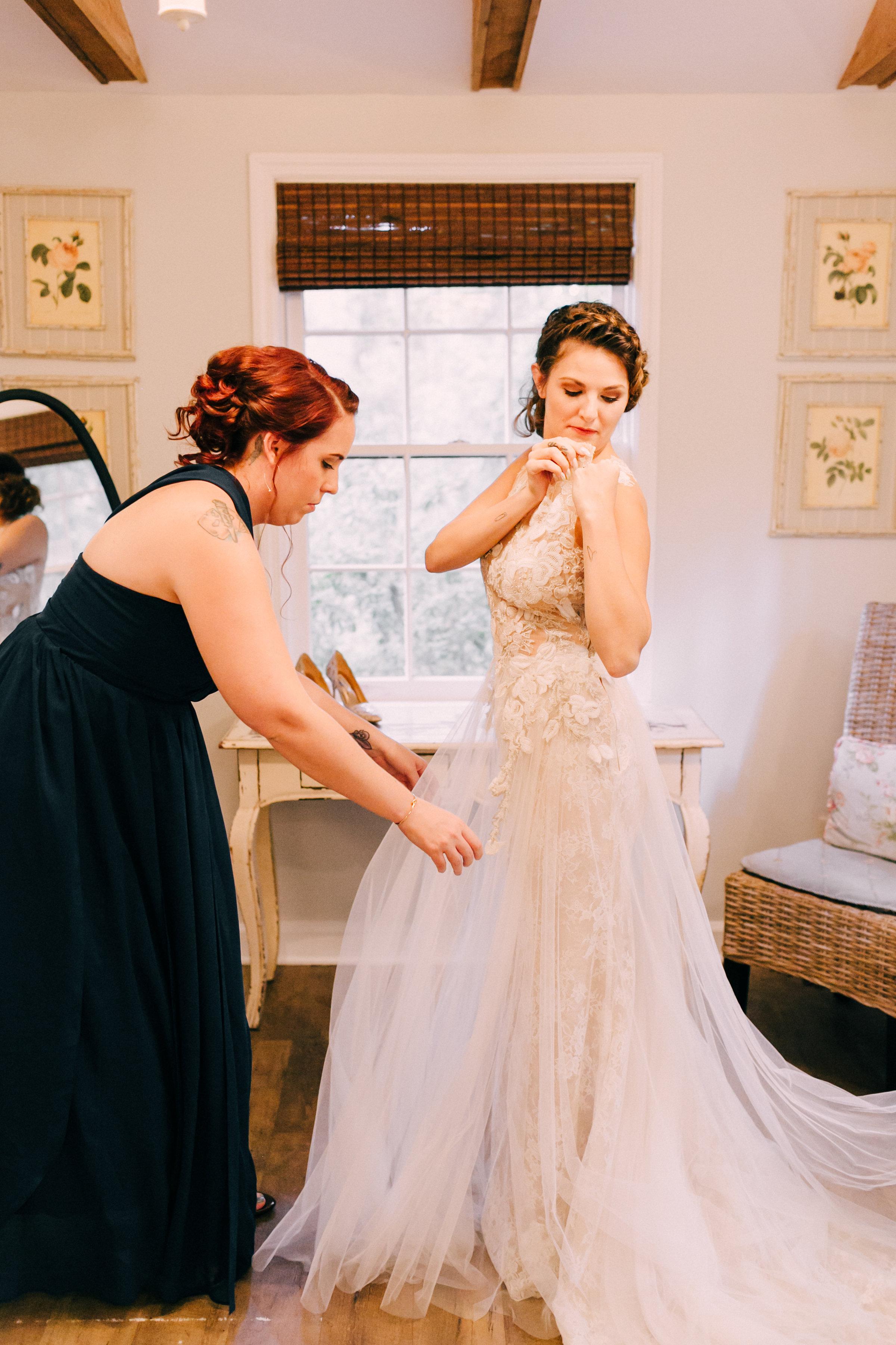 Sahra Getting Ready Wedding photo