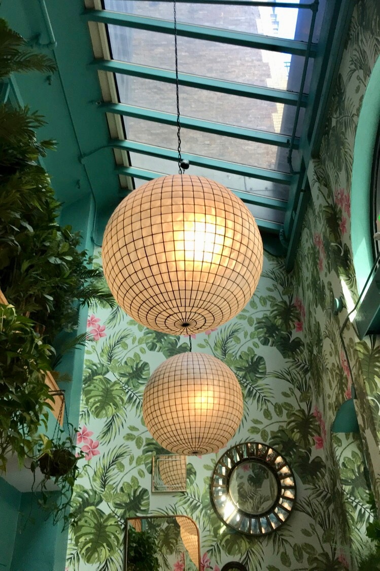 Leo's Oyster Bar - SF's Most Instagrammable Restaurant