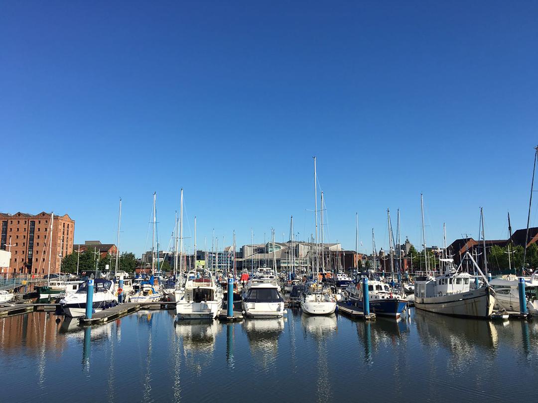 Hull Marina - 5 min walk