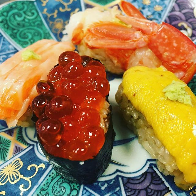 NIGIRI was born in Tokyo 200 years ago, as a big fist size dish!  I didn't know!