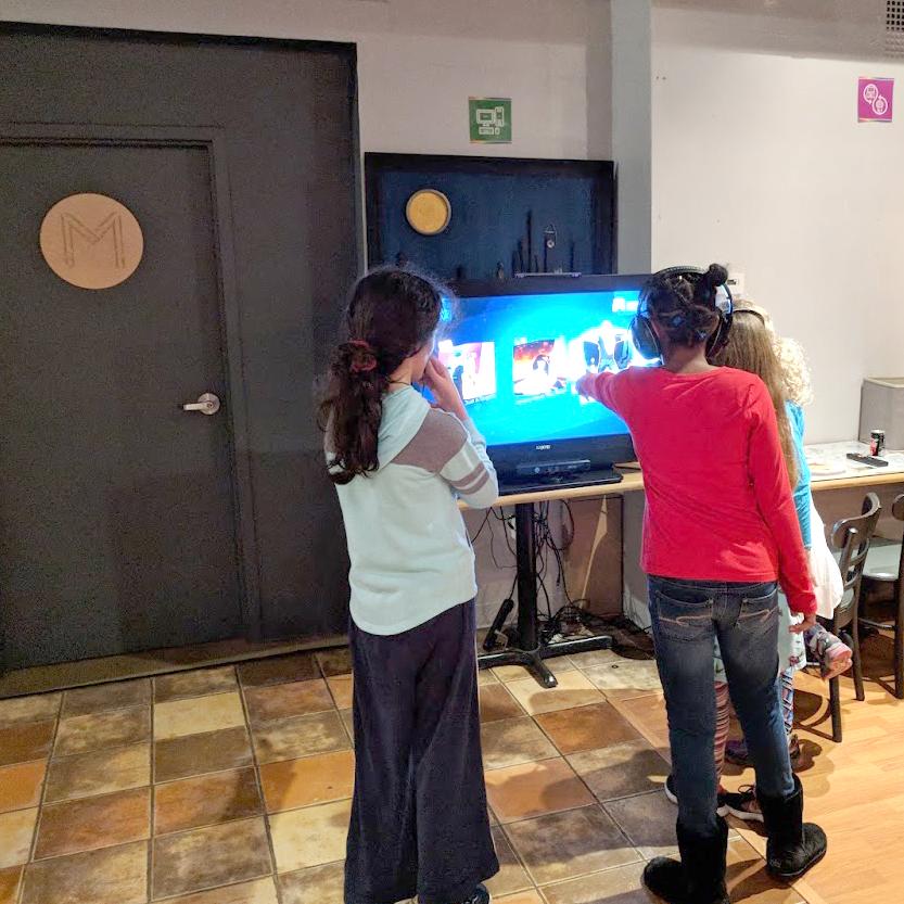 Girls-Gaming.jpg