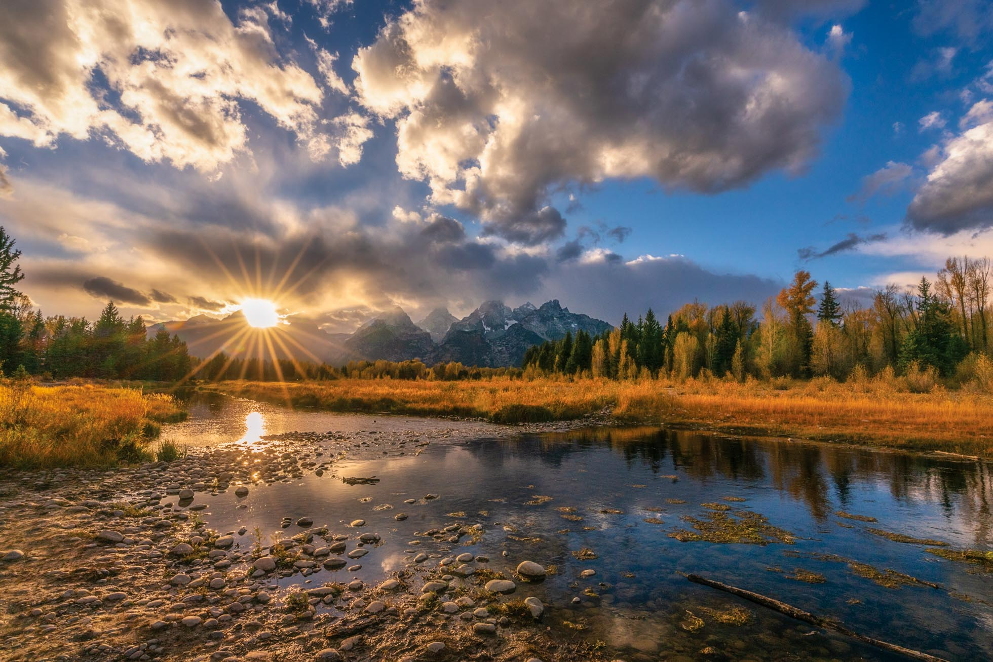 16mm captures the entire sunset scene in the Tetons, including a vivid and distinct sunburst.