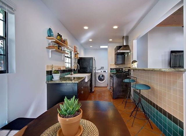 Time to cook In our 2 bedrooms bungalow #thewillowla #staycation #shortterm #rentalproperty #rentals #LArental
