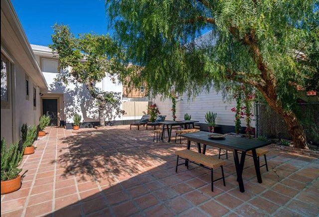#losangeles #exterior #lunchbreak #sunnyday #thewillowla #staycation #shortterm #rentalproperty #rentals #LArental