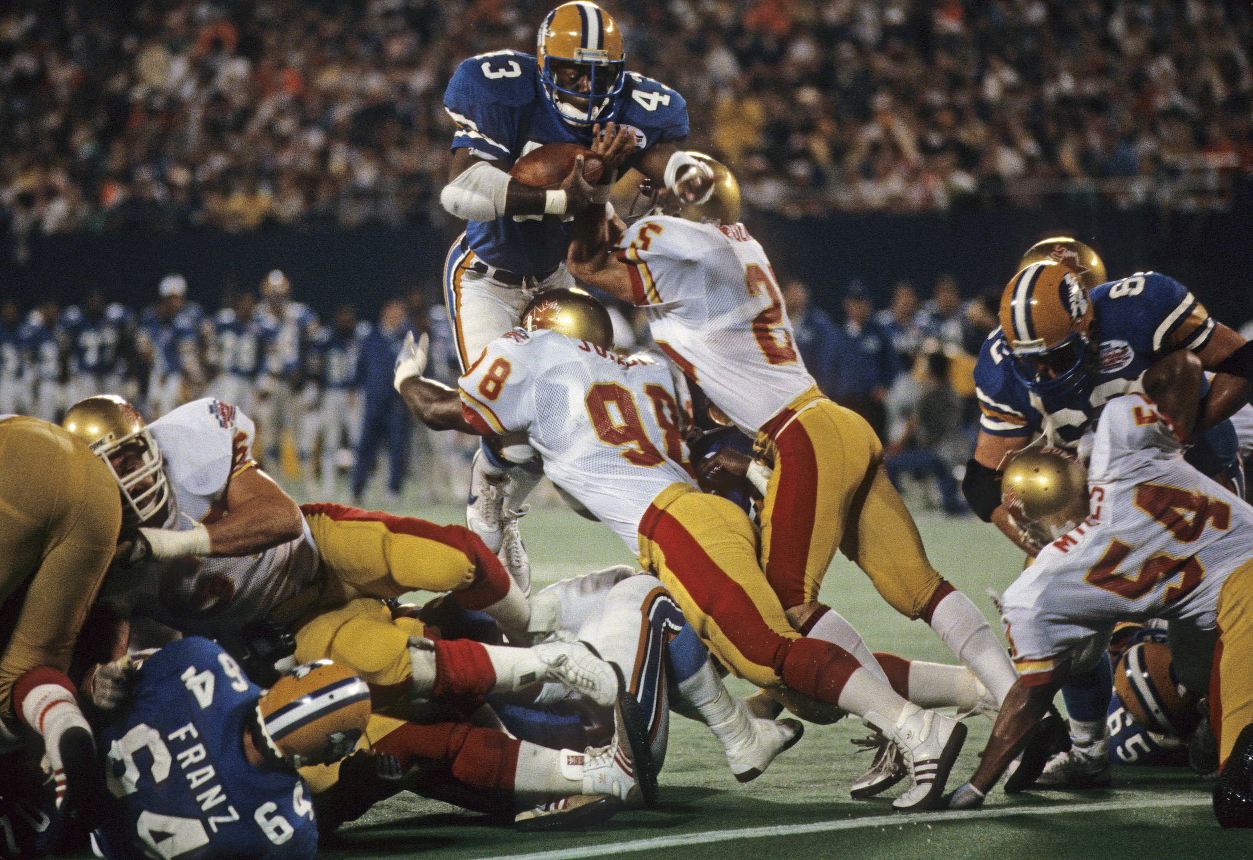 THE TEAM THAT TIME FORGOT tells the story of one of pro football's most victorious teams, whose three-year run through the USFL set a standard of excellence seldom seen before or since. They were the ultimate underdog team. A band of rookies, aging veterans and guys looking for a second chance, thrown together in a start-up league, on a team facing countless obstacles, yet they won, and won, and won.What made the Stars special was not just the wins and the championships, but the relationships and connections the team made with a city. That a disparate group of men could come together for the sheer love of the game and produce a magical three-year run was inspiring