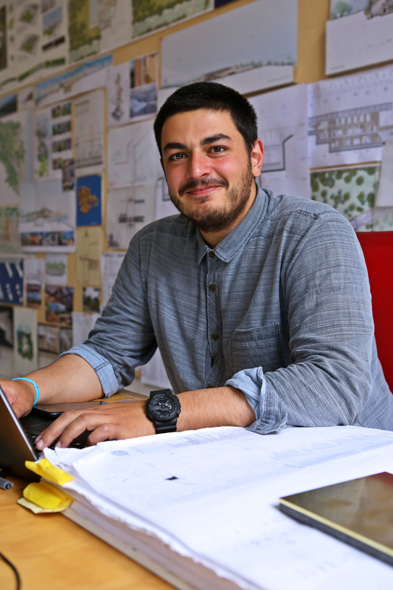 Tanju Coskun graduated from Istanbul Technical University. He carried out his first working experiences as an architect working for Coop HimmelBlau in Vienna and Eric Owen Moss office in Los Angeles.