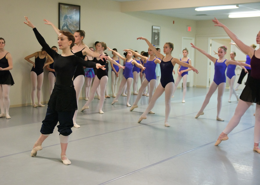 Ballet Jorgen dancer leads class at KHDANCE.