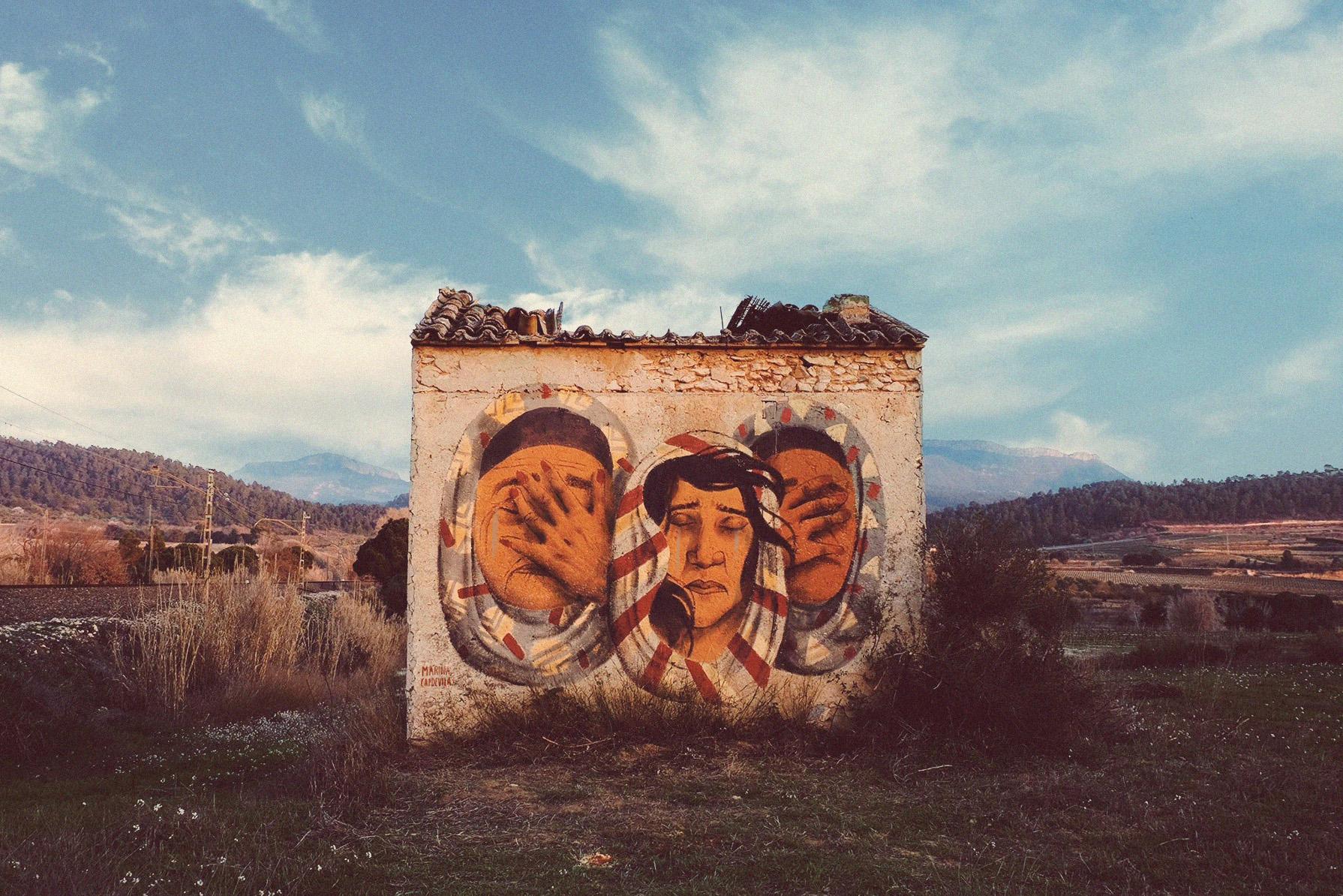 Refugees, mural painted at Marçà, Priorat, Spain 2017.