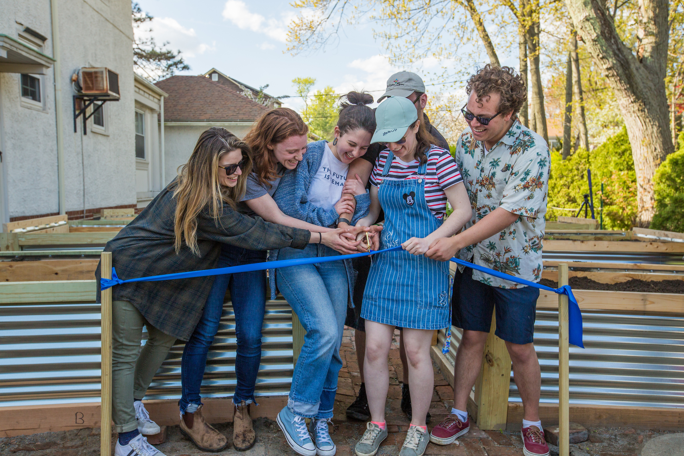 20190508_RaisedBedsRibbonCutting_5I0A7182.jpg