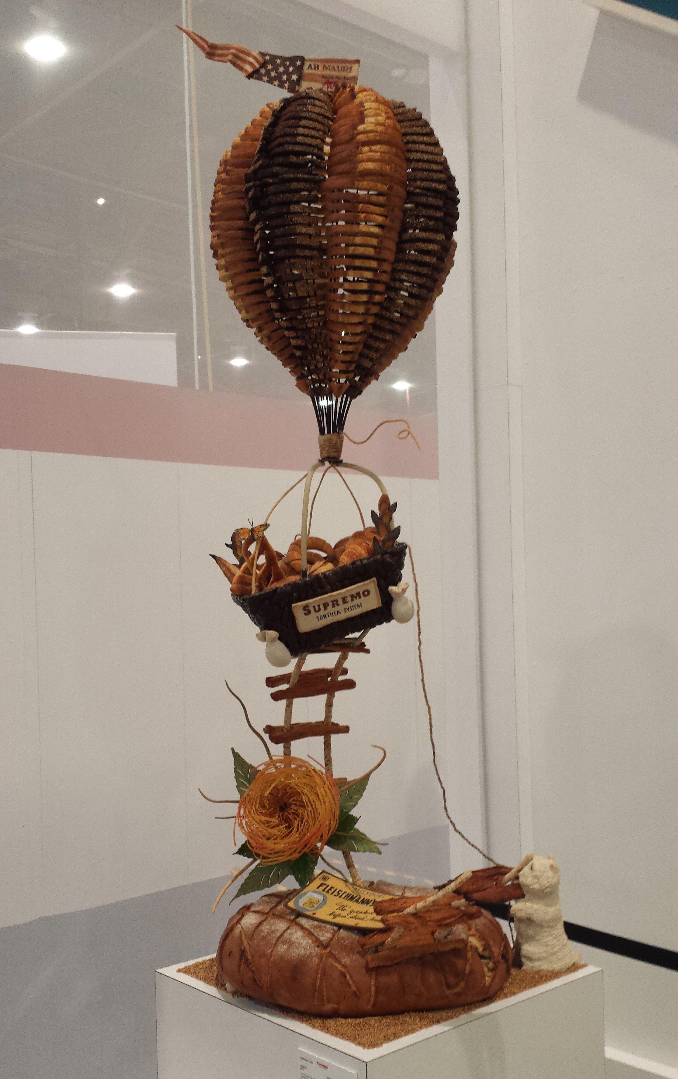 IBIE+Vegas+Harry+Bread+Sculpture.jpg