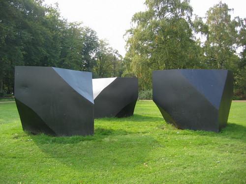 Skulptur i 3 dele. Jern. Fælledparken, København. 1981.