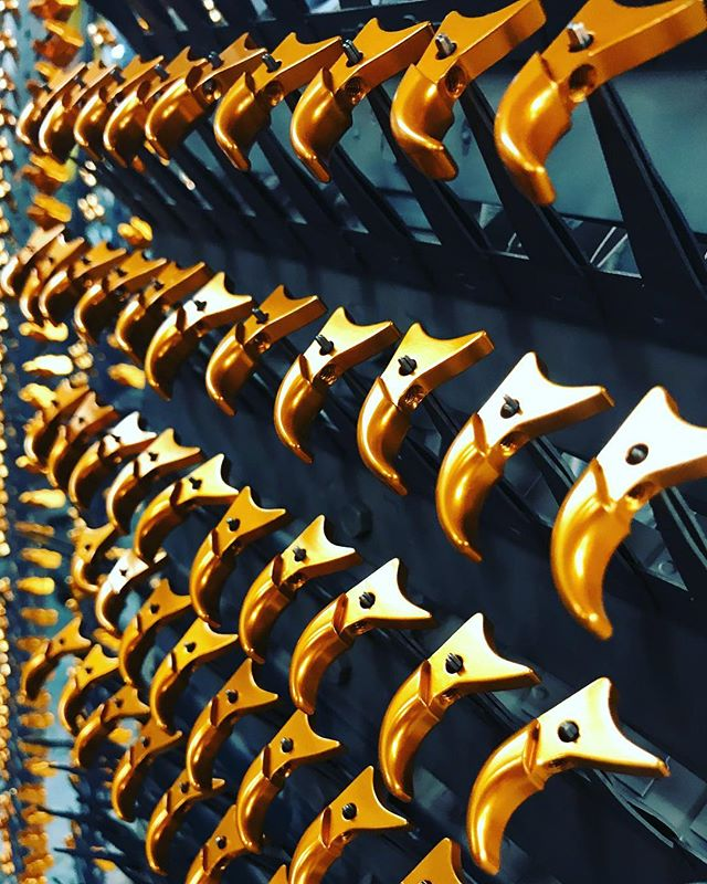 Chicago Anodizing is a leading supplier of high-volume cosmetic Anodizing. Our robust process guarantees repeatability and consistent color from order to order. Visit our website by clicking the link in our bio! MIL-A-8625 TYPE II CLASS 2 BRIGHT DIP ORANGE 🍊🍊🍊(📸: @cserri21) #anodizing #anodized #anodize #anodizer #anodizingservices #anodizedaluminum #aluminum #cnc #cncmachine #cncmachining #cncmachinist #cncowner #cncshop #cncowners #cncporn #haas #haascnc #metalfinishing #metalplating #electroplating #surfacefinish #productdesign #designer #chicagoanodizing