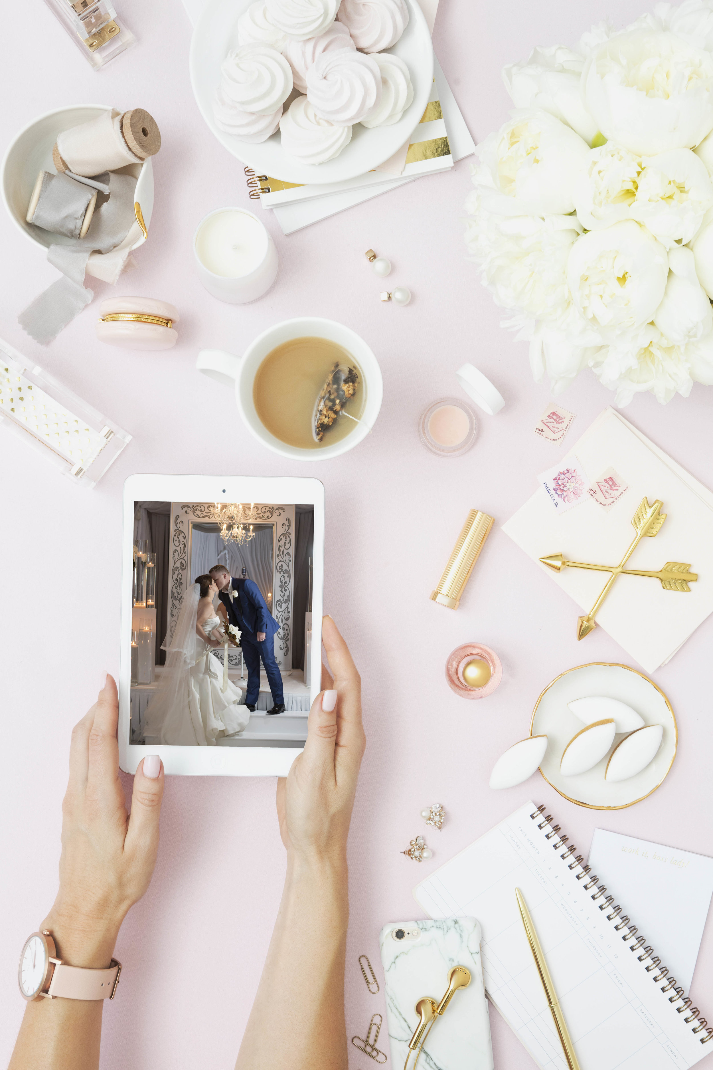 Create a custom wedding magazine that is personalized and published just for you. Be a celebrity in your own community.