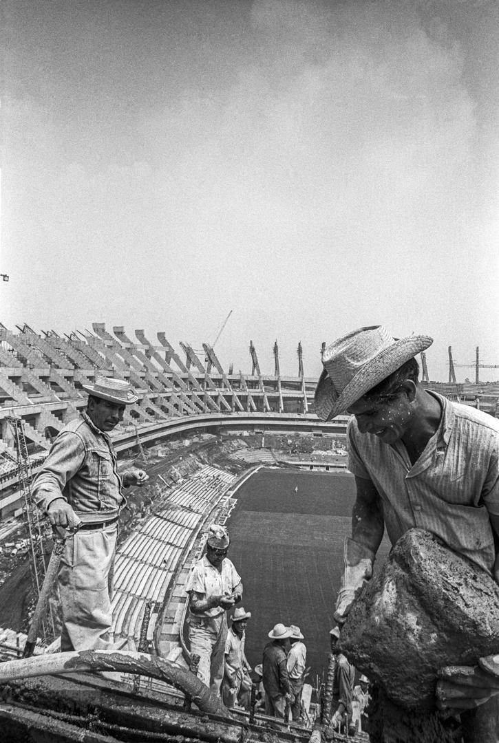 Construction of the Estadio Azteca