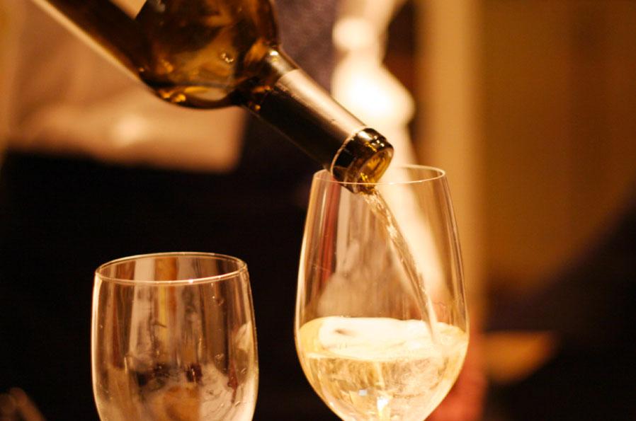 photos_wine_pour.jpg