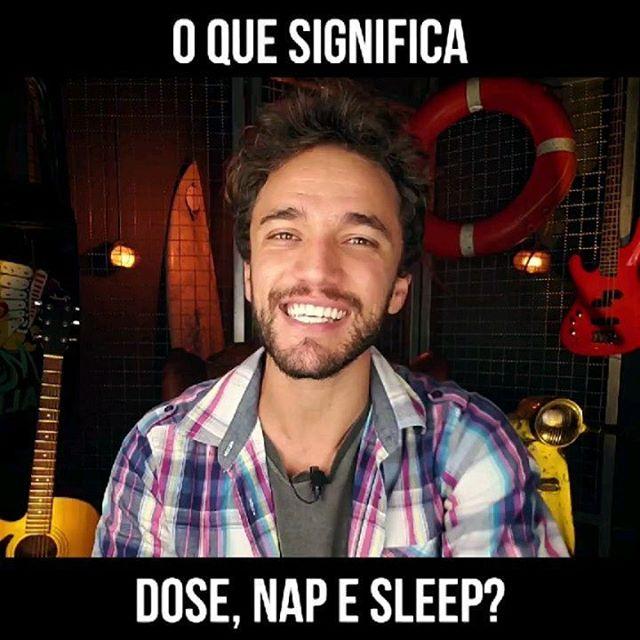 """What's up, guys!  Você sabe diferenciar intensidades de sono em inglês? Na One Minute Tip de hoje vou te mostrar como dizer """"Apagadinha"""", """"Soneca"""" e """"Dormir"""". ⠀ Check it out: ⠀ Expressão: """"DOSE"""" 😴 Tradução: """"APAGADINHA""""  Pronúncia: """"Dôuz"""" ⠀ 🇺🇲""""I'm so embarrased! I dosed in the middle of the movie!"""" 🇧🇷""""Eu estou tão envergonhado (a)! Eu apaguei no meio do filme!"""" ⠀ Expressão: """"NAP"""" 😴😴 Tradução: """"SONECA""""  Pronúncia: """"Nép"""" ⠀ 🇺🇲""""I feel exhausted. I need to take a nap before going back to work."""" 🇧🇷""""Eu me sinto exausto (a). Eu preciso tirar uma soneca antes de voltar para o trabalho."""" ⠀ Expressão: """"SLEEP"""" 😴😴😴 Tradução: """"DORMIR"""" Pronúncia: """"Slip"""" ⠀ 🇺🇲""""He said he needs at least 10 hours of sleep per night."""" 🇧🇷""""Ele disse que precisa de pelo menos 10 horas de sono por noite."""" ⠀ Agora aproveita e marca aquele teu amigo DORMINHOCO aqui nos comentários! 🤣🤣"""