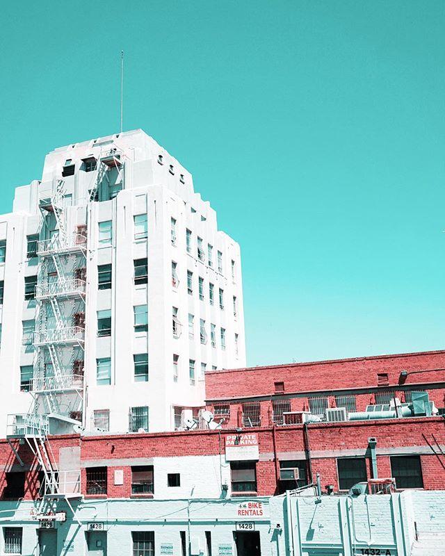THE TEAL PINK PROJECT: 053 * * * #ttpp #thetealpinkproject #tealpink #teal #pink #project #sonya6000 #gopro #djimavic #iphone #photography #shotonsony #sonyalpha #sony #a6000 #thridstreetpromenade #buildings #santamonica #architecturephotography #oldbuildings