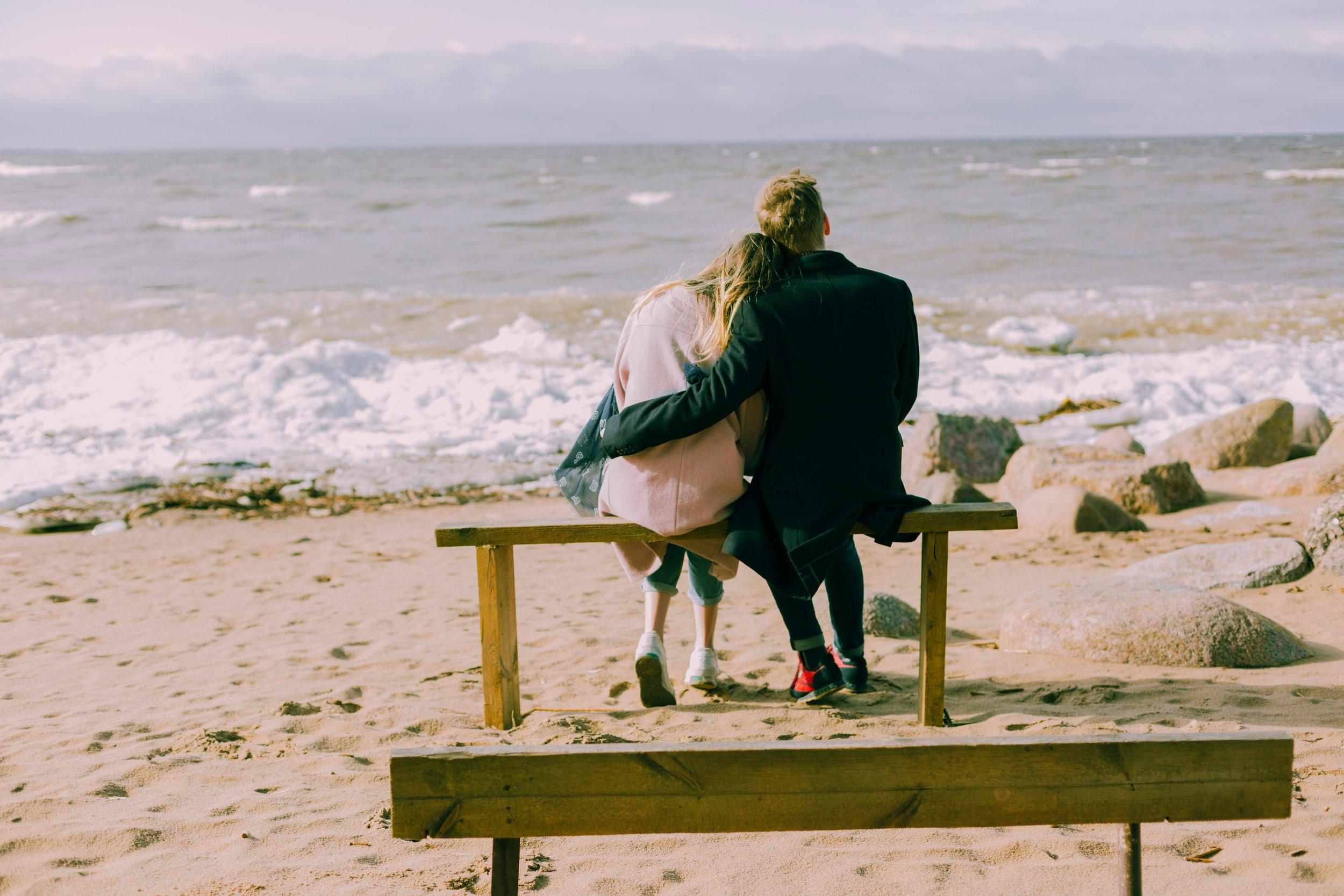 beach-bench-couple-698882.jpg