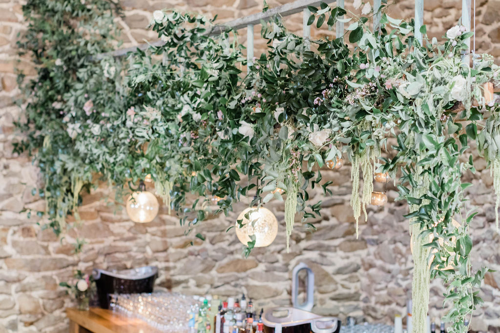 Florals by Love & Luster, photo by Elizabeth M Photography at Richardson's Barn