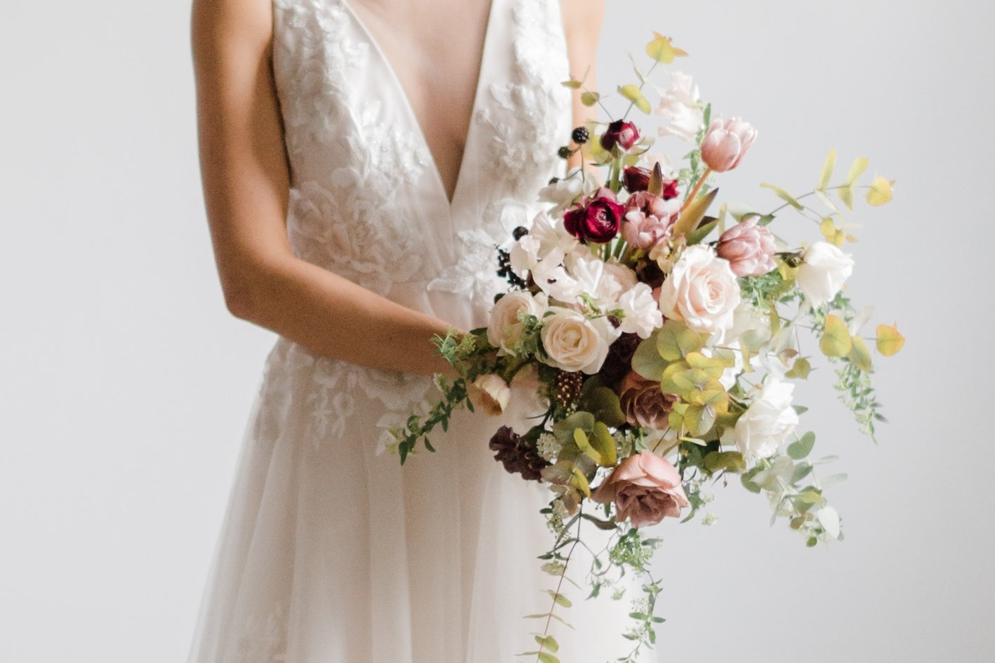 Moody+blush%2C+burgundy+bouquet+with+eucalyptus+by+Luster+Floral+Design+at+Sinclair+and+Moore+Workshop%2C+photo+by+Kristen+Honeycutt+Photo+Co