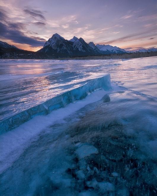 Sunrise and ice cracks at the Preacher's Point 📷 Aslinah Safar // Treaty 6