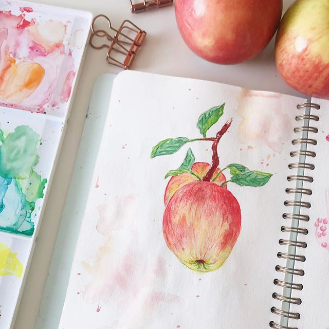 just a lil #watercolor sketch 🍎 • • • #dailysketch #sketchdaily  #watercolorillustration #aquarelle #painteveryday #prismacolor #princetonbrushes #artchallenge #watercolordaily #sketchbook