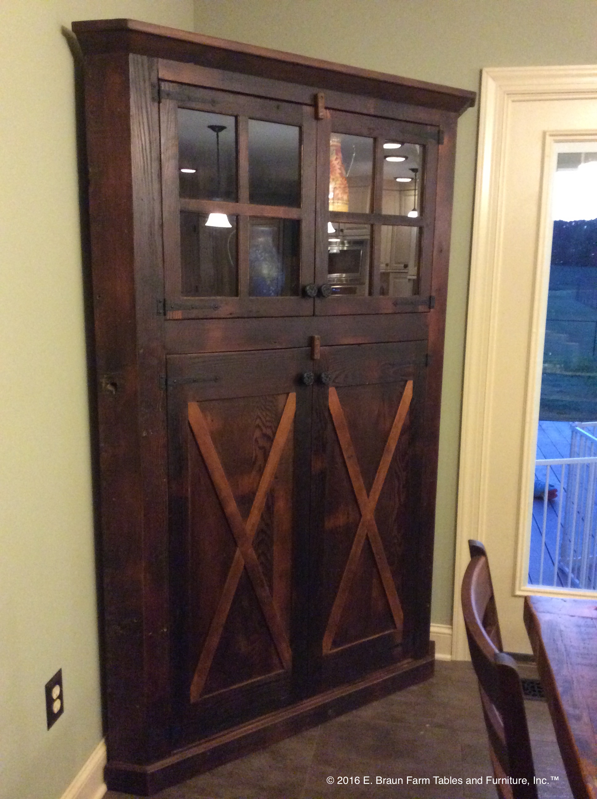 Barn-Style Doors on Corner Hutch