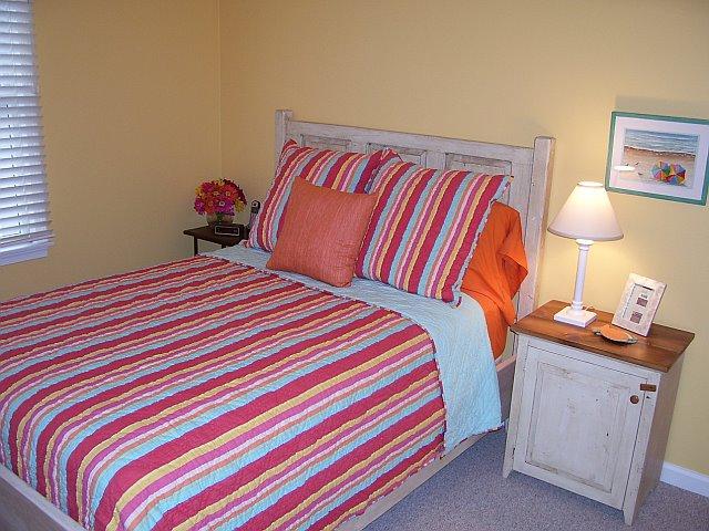BR27 - Raised Panel Bed, Nightstand