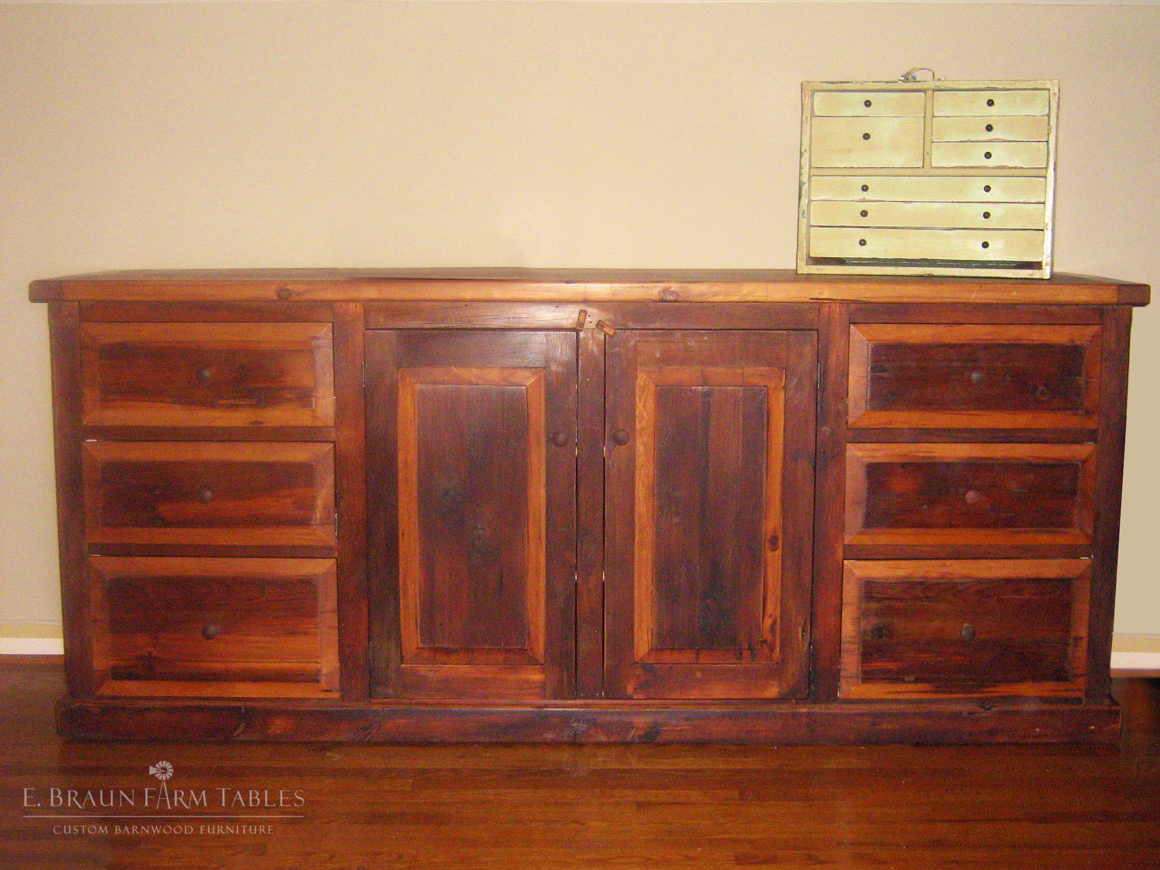 BR53 - Dresser