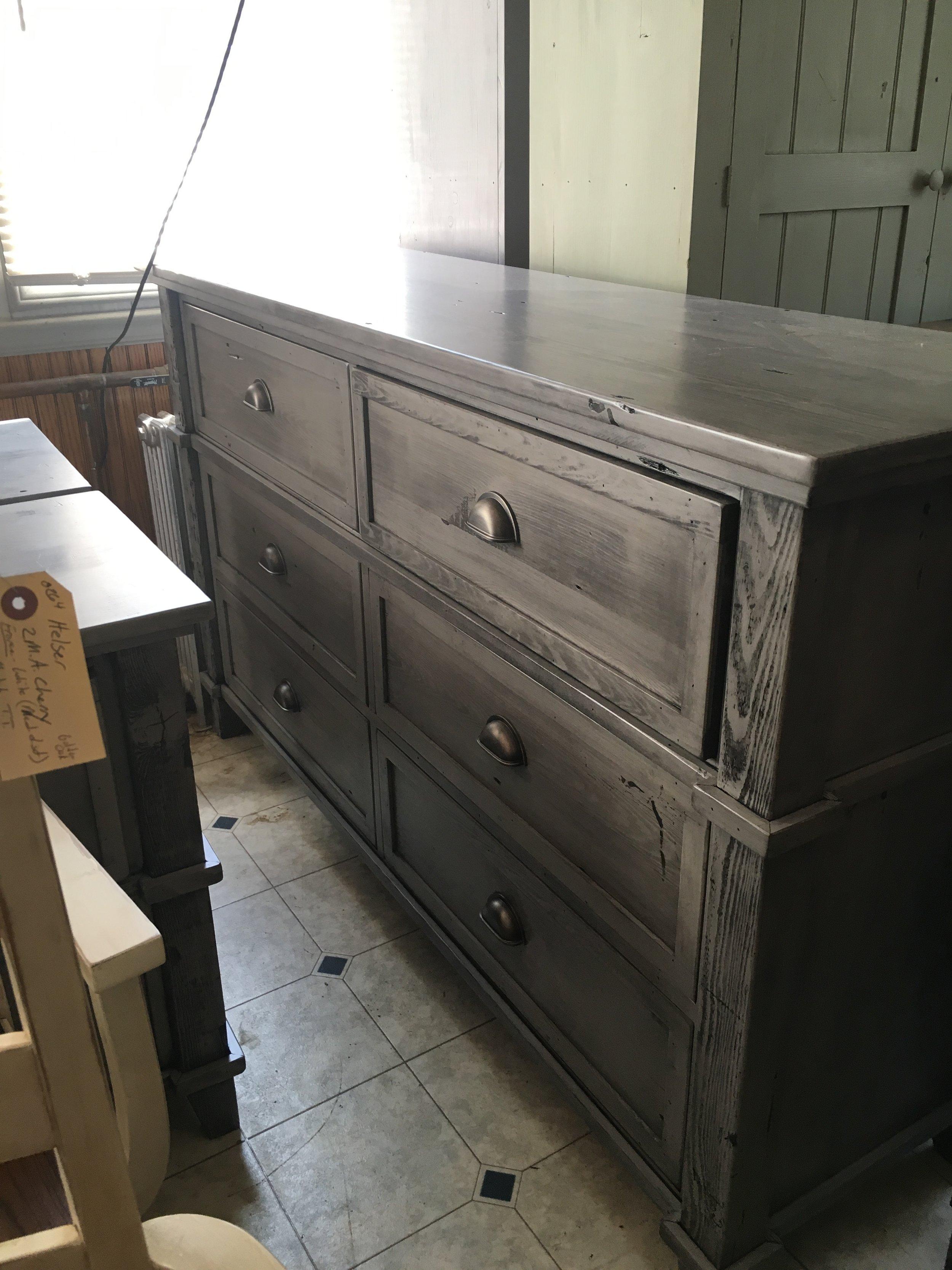 BR59 - Dresser