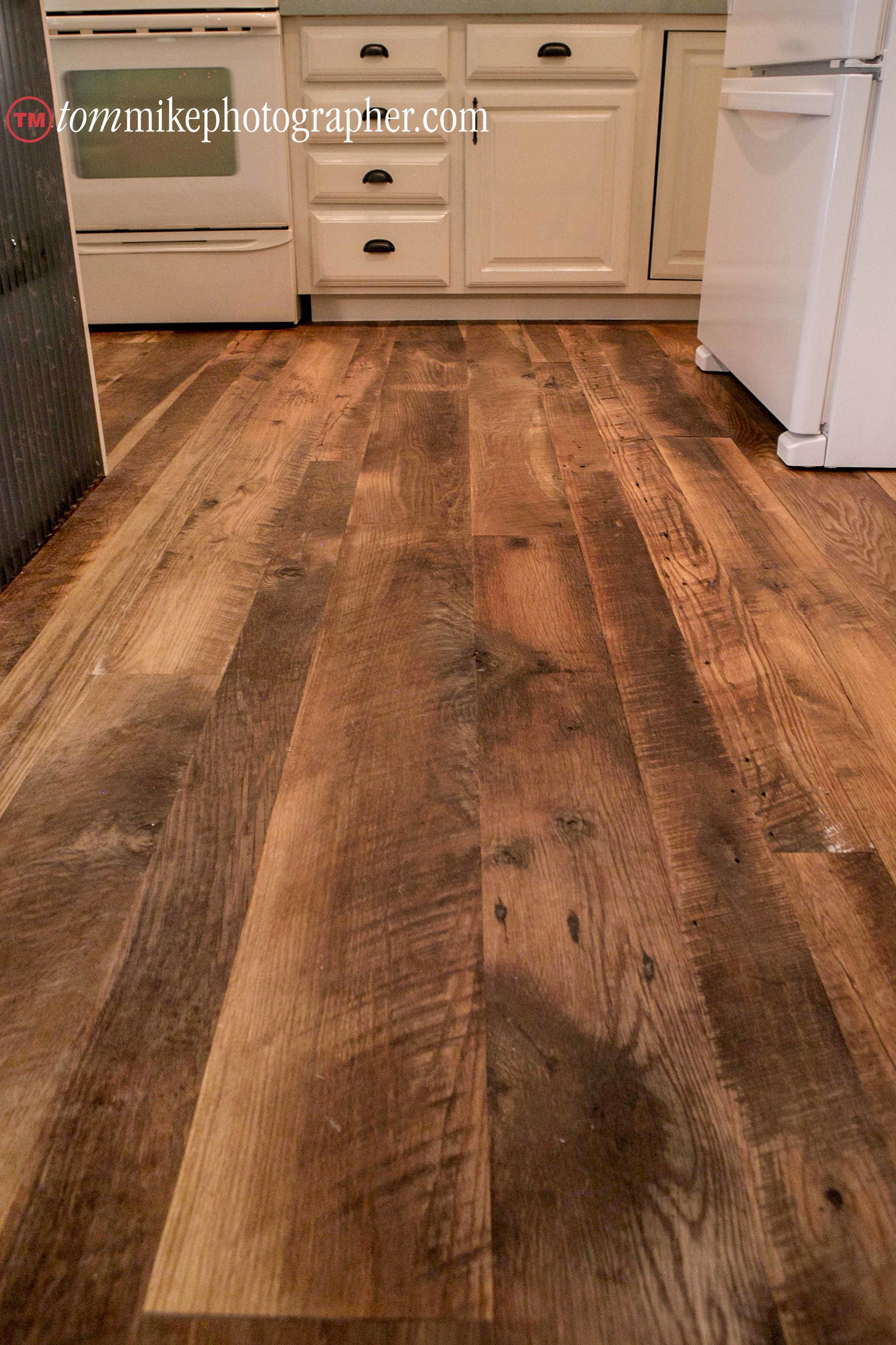 Mix of Reclaimed Red and White Oak