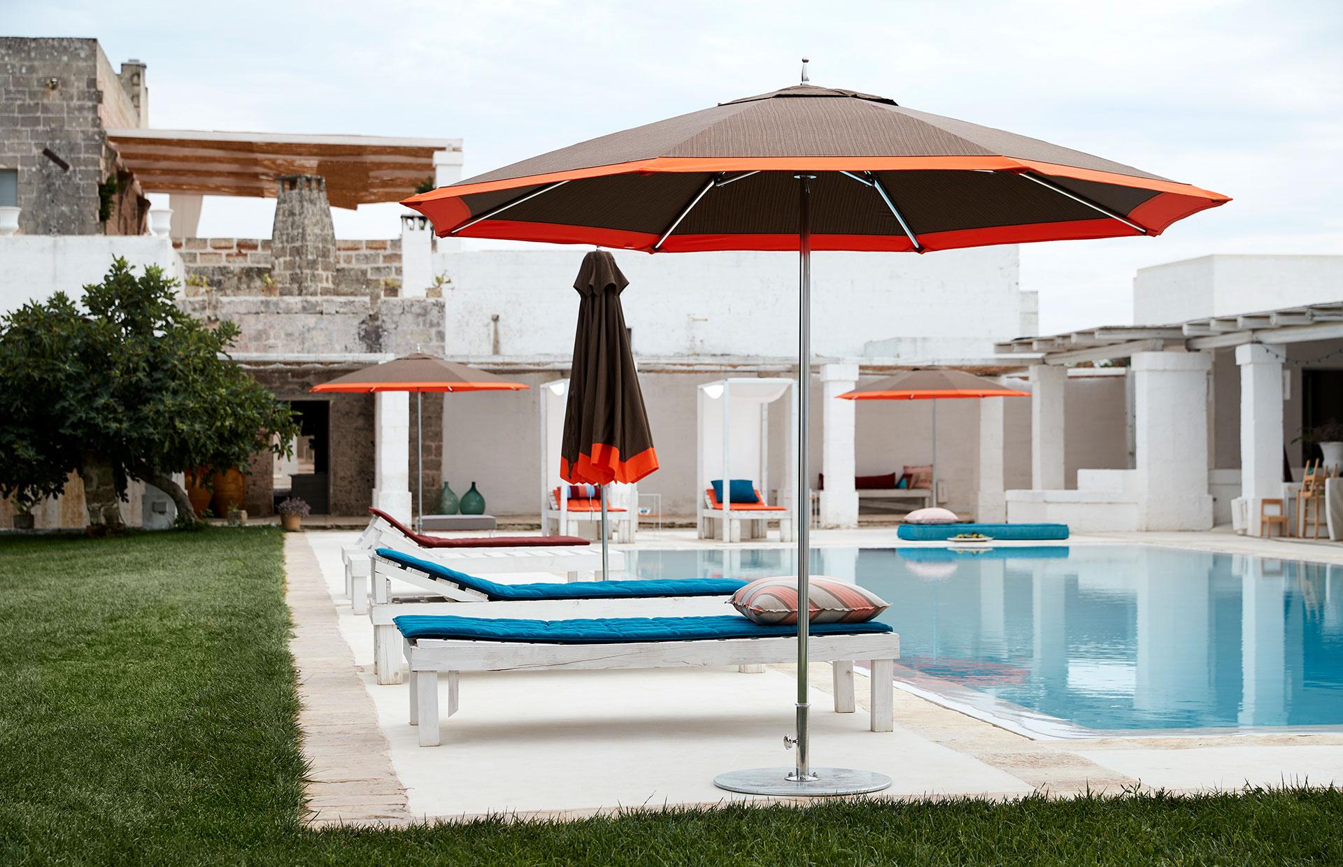 Sunbrella® image(s) provided by Glen Raven, Inc., owner of the Sunbrella Registered Trademark.